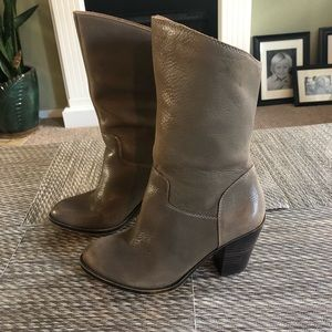 Cute Lucky Boots. Tan size 6